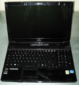Fujitsu Lifebook AH532 03